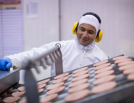 JBS: 83 milhões de hambúrgueres produzidos em janeiro (Foto: Reprodução)