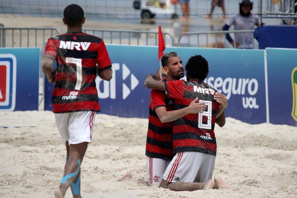Jogadores do Flamengo comemoram um dos gols na vitória sobre o Sampaio — Foto: Luiz Doro / Adorofoto