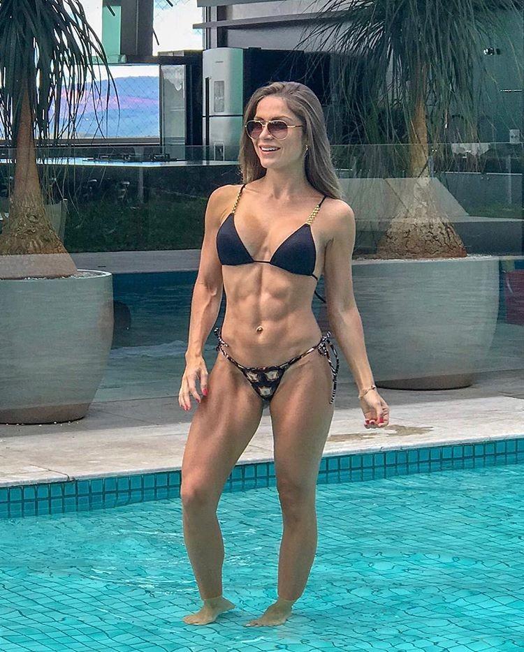 A ex-BBB Renata Dávila (Foto: Reprodução/Instagram)