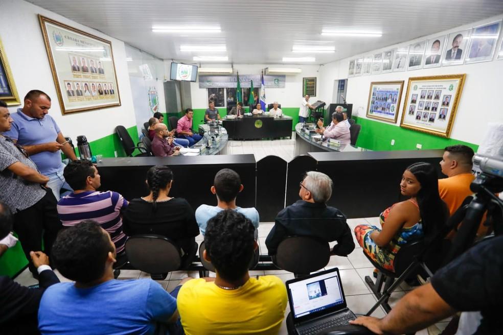 Câmara de Uruburetama vota pelo afastamento do prefeito suspeito de abusar de dezenas de mulheres — Foto: JL Rosa/G1