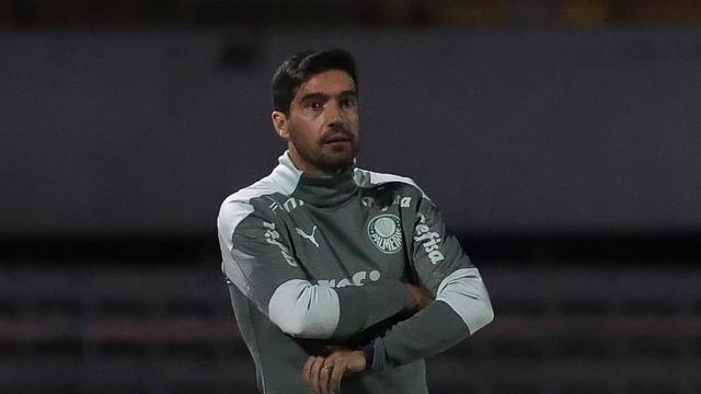 Abel Ferreira no jogo do Palmeiras contra o Santo André