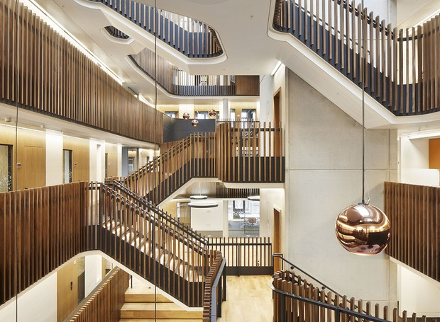 A arquitetura vertical segue o mesmo princípio que o antigo Keble College, localizado nas redondezas do edifícil (Foto: Jack Hobhouse)