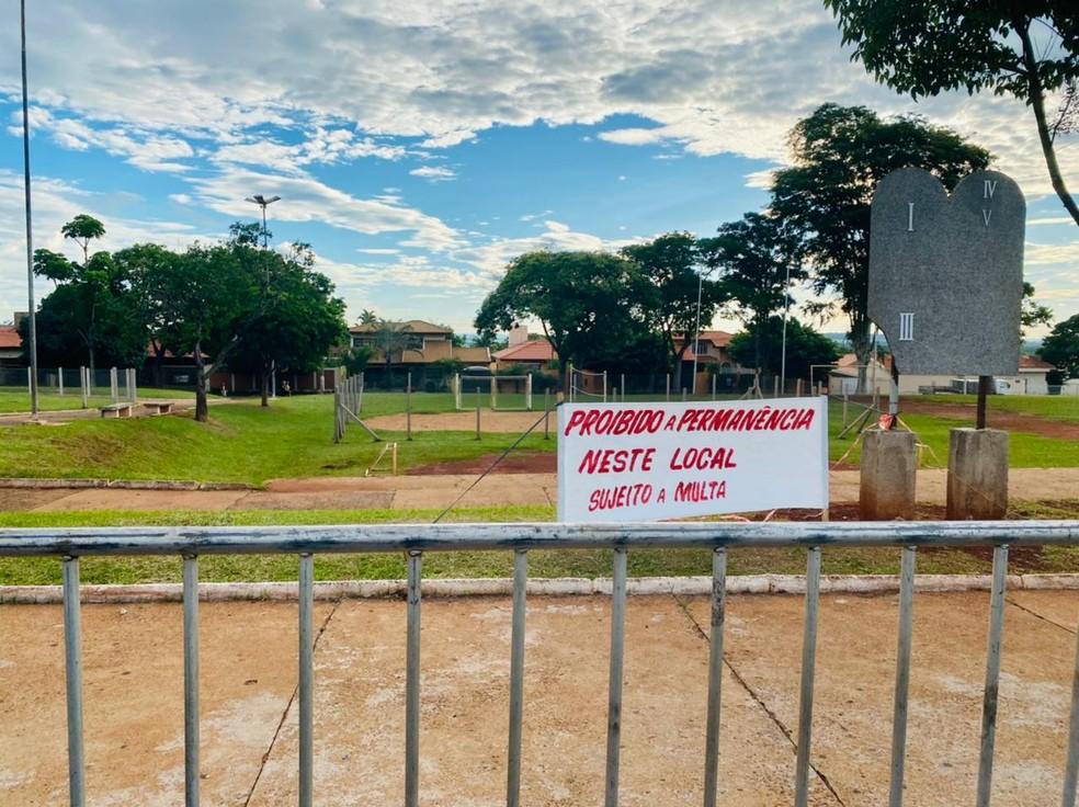 Bancos são retirados de praça para evitar aglomeração em Ourinhos — Foto: Prefeitura de Ourinhos/Divulgação