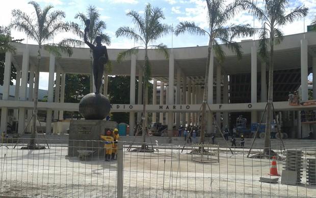 Maracanã volta a ter letreiro com nome do estádio na entrada principal