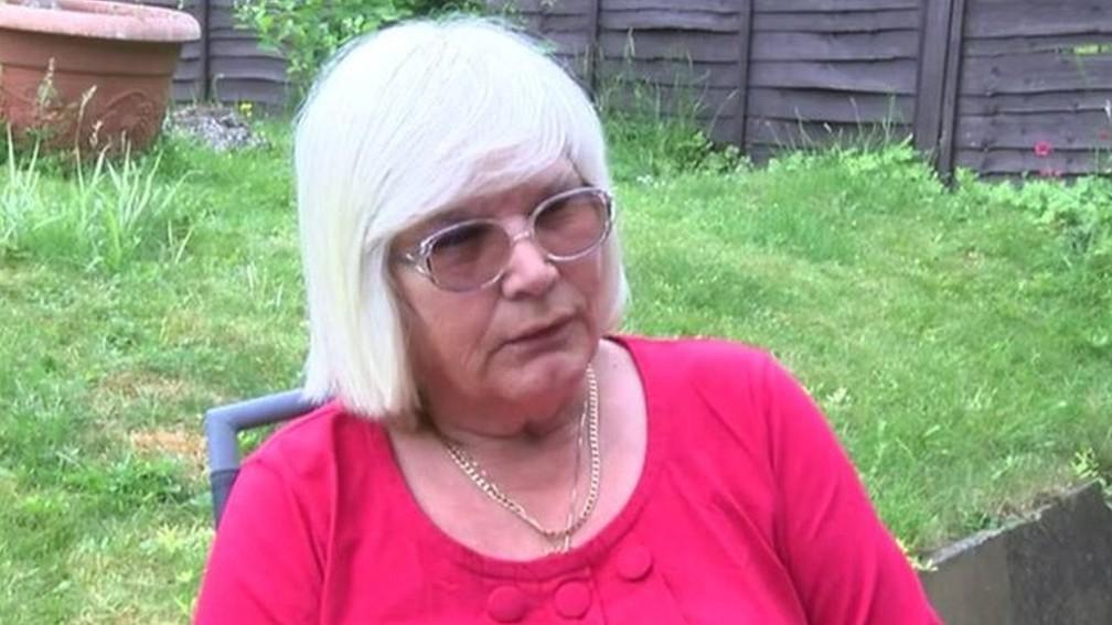 Elsie Urry diz sentir-se 'traída' com a libertação do assassino de seus filhos — Foto: BBC