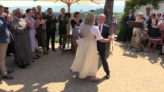 Ministra da Áustria é criticada por receber Vladimir Putin em seu casamento