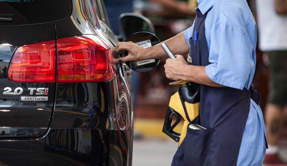 Frentista apalpou nádega de colega e gerou briga entre funcionário em posto de combustíveis de Natal (Foto: Marcelo Brandt/G1)
