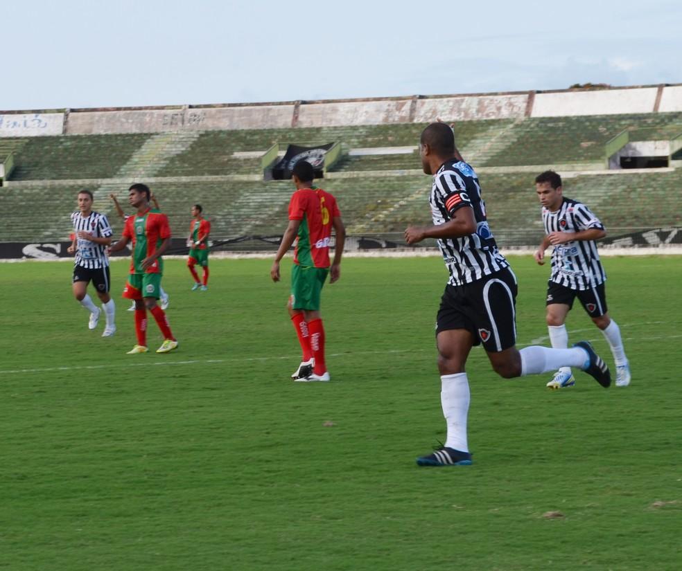 Em 2013, Belo venceu o Cancão com direito a duas viradas na partida e um golaço de Lenílson  (Foto: Lucas Barros / Globoesporte.com/pb)