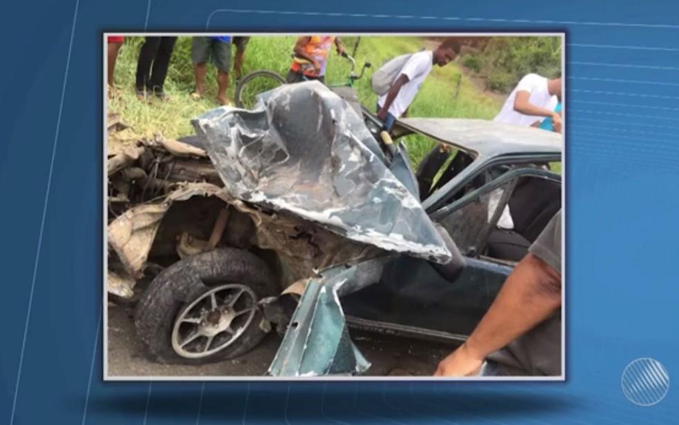 Acidente ocorreu na BA-263, entre Itororó e Rio Real (Foto: Reprodução / TV Santa Cruz)