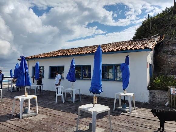 """Restaurante em Cabo Frio, onde foram gravadas cenas de """"Avenida Brasil"""", é interditado por esgoto in natura"""
