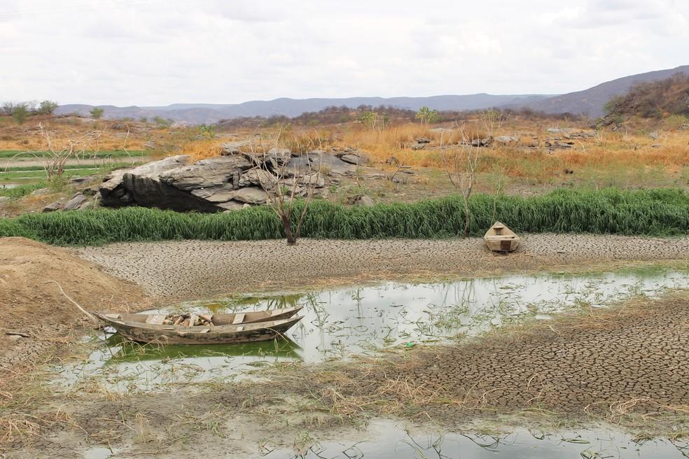 Açude Rio da Pedra, em Santana do Matos, está praticamente seco por causa da longa estiagem (Foto: Anderson Barbosa/G1)
