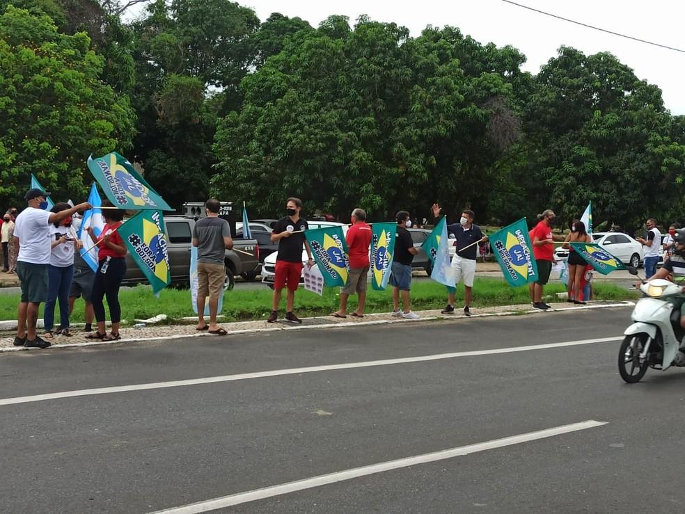 Manifestantes se concentraram na Avenida Maranhão, em Teresina — Foto: Aline Moreira /TV Clube