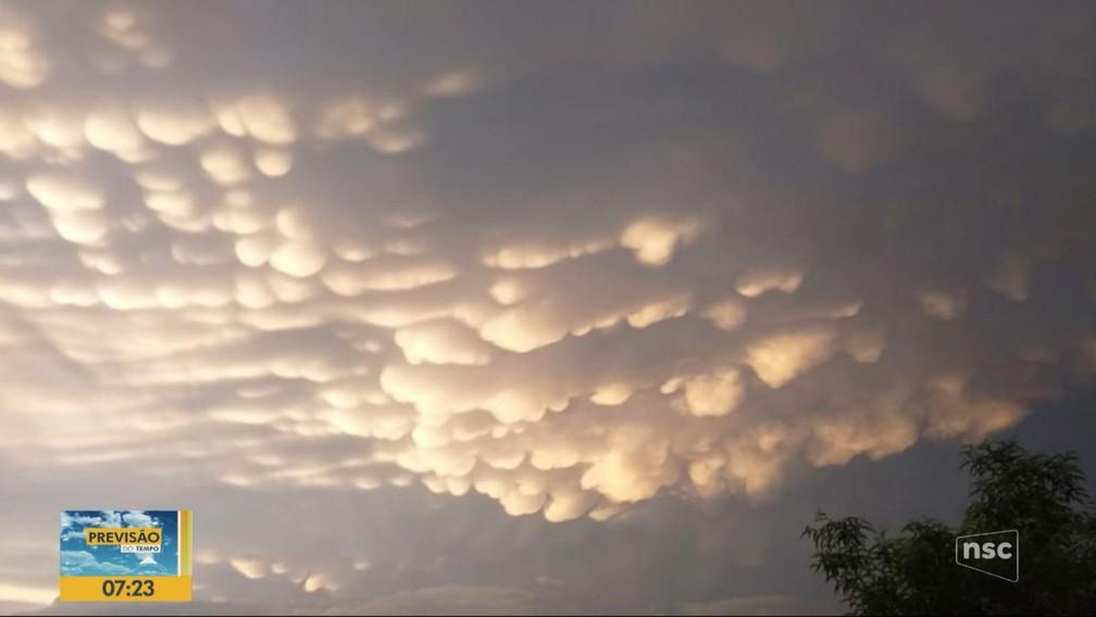 Nuvem rara mammatus no Oeste catarinense — Foto: Reprodução/NSC TV