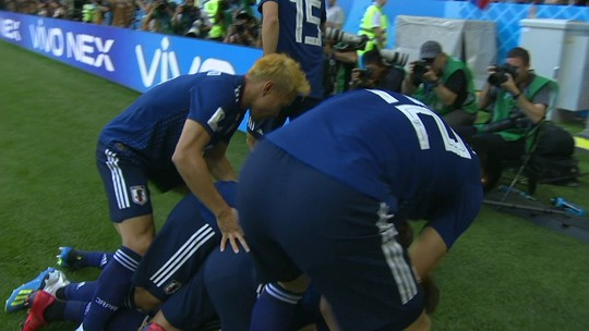 Sánchez defende com a mão, é expulso, e Kagawa abre o placar