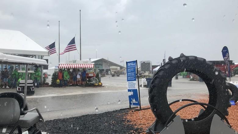 Expositores e visitantes tiveram que deixar a área do evento em Boone, no estado de Iowa (Foto: Cassiano Ribeiro/ Ed. Globo)