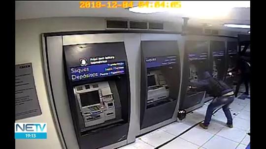 Vídeos mostram detalhes da ação de bandidos e explosão em banco na Zona da Mata de PE