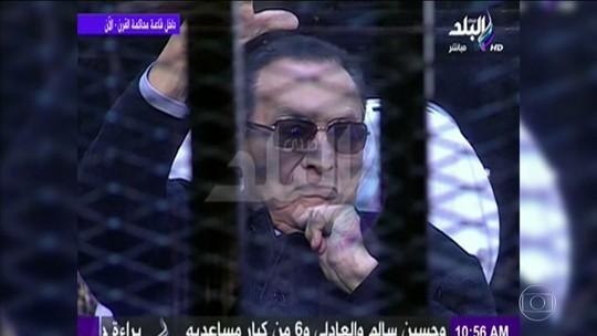 Condenado a prisão perpétua, Hosni Mubarak, ex-ditador do Egito, é libertado