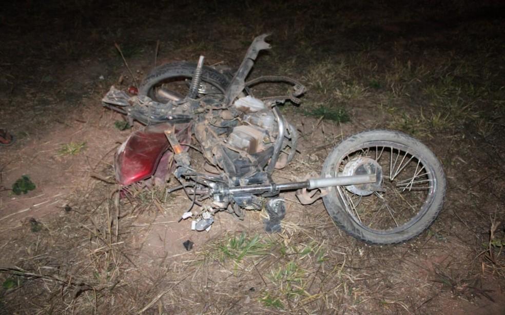 Acidente entre caminhonete e motocicleta deixou dois mortos em Luís Eduardo Magalhães — Foto: Marlon Ferraz/Blog Braga