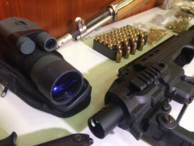 Binóculo de visão noturna era utilizado pelos bandidos para homicídios (Foto: Everton Chrisostomo/RBS TV)