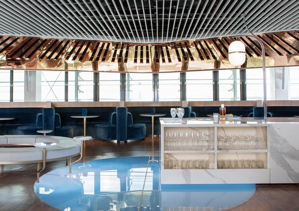 Bar Le Balcon, assinado por Mathieu Lehanneur, no novo Business Lounge da Air France (Foto: Divulgação)