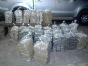 Drogas foram ensacadas para o transporte até Porto Velho, durante a madrugada desta quinta-feira (17). (Foto: Polícia Civil/Divulgação)