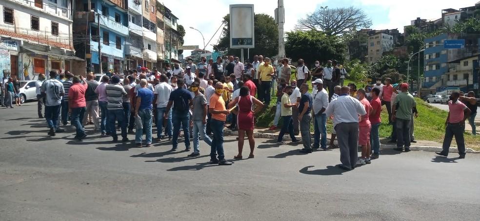 Categoria quer que prefeitura pague complemento de salário — Foto: Cid Vaz/TV Bahia