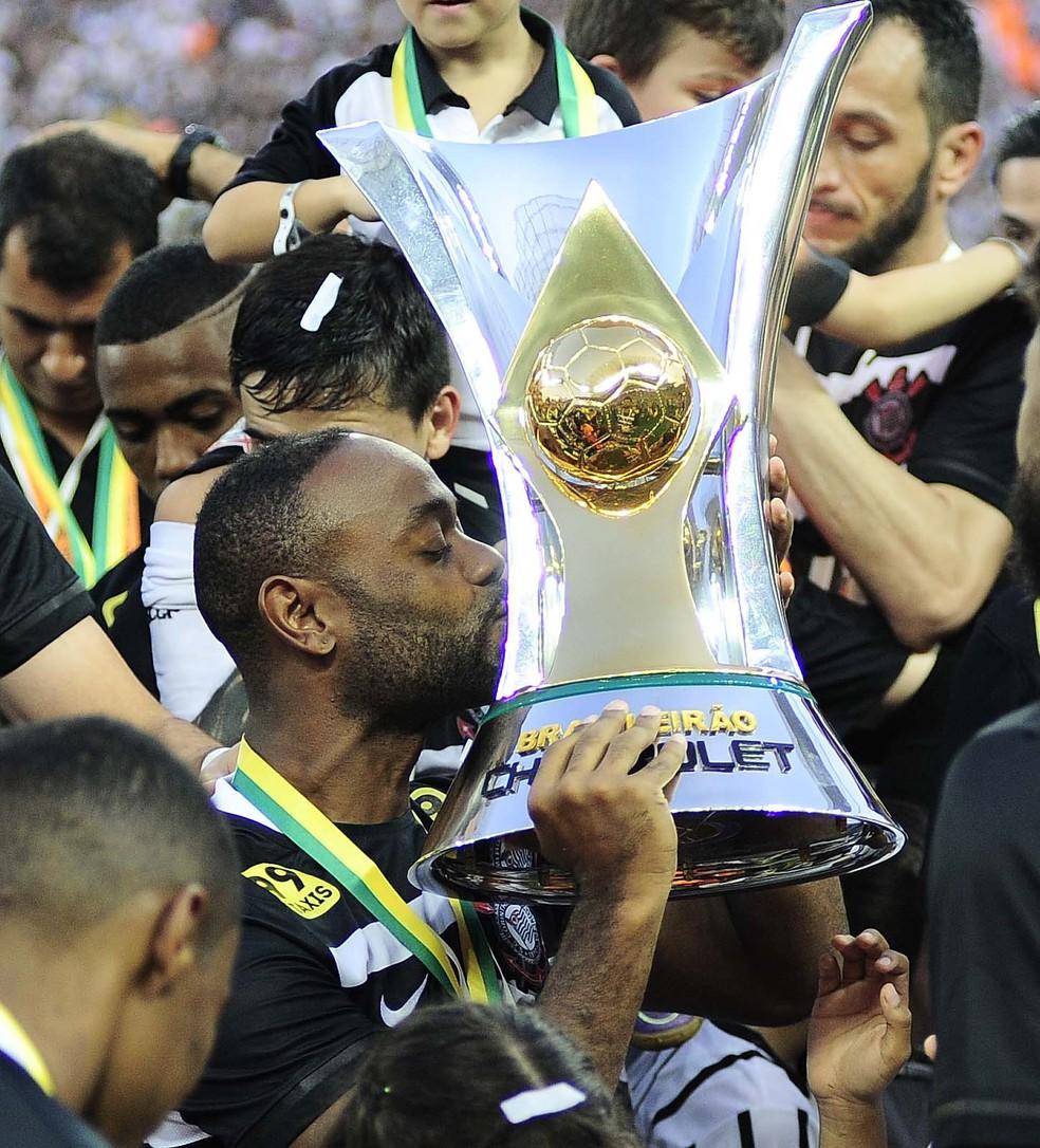 Vagner Love foi campeão brasileiro no Corinthians — Foto: Marcos Ribolli