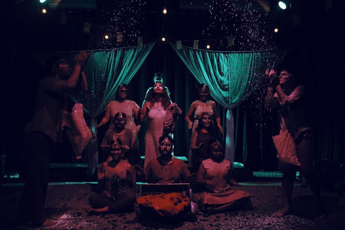 Teatro da Neura comemora fim de ano com festa em Suzano