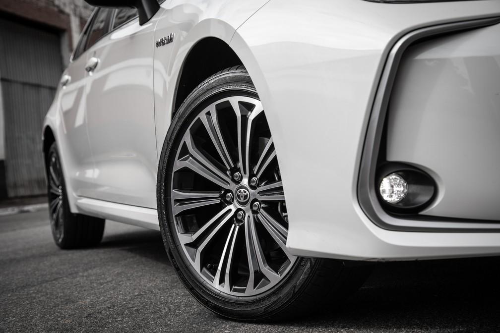 A partir da versão XEi, o novo Corolla tem rodas de 17 polegadas e faróis de neblina de LED — Foto: Divulgação/Toyota