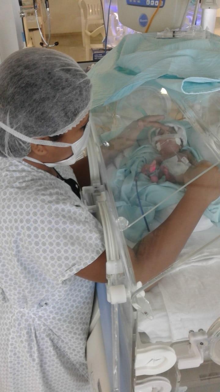 Hospital utiliza terapias alternativas para auxiliar na recuperação de bebês prematuros