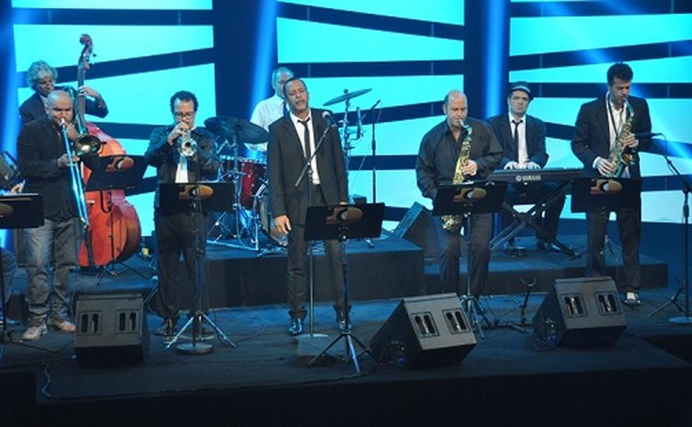 Banda Oito do Bem sobem ao palco com Frejat em Poços de Caldas (MG). (Foto: Divulgação/Assessoria Giovana Cardoso)