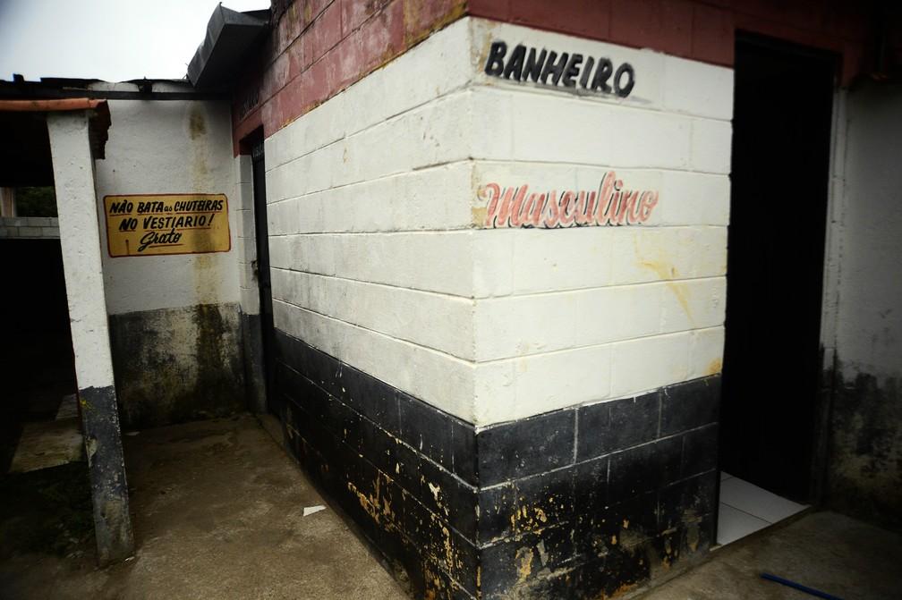 Local de acesso ao vestiário do Leon Feffer, local de treinos do Atlético Mogi — Foto: Marcos Ribolli