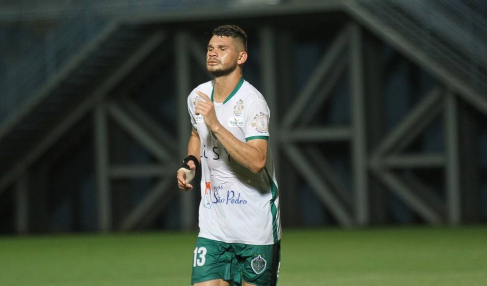 O zagueiro Derlan foi um dos destaques do Manaus na fase de grupos (Foto: Antônio Assis/FAF)