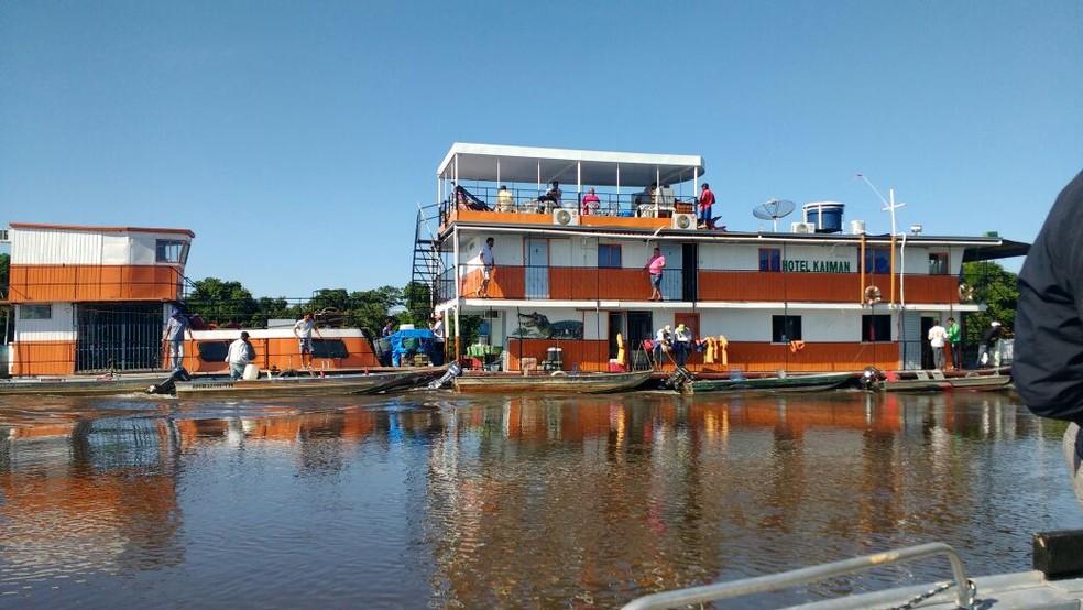 Barco hotel 'Kaiman' tem capacidade para 26 pessoas — Foto: Irene Alves/arquivo pessoal
