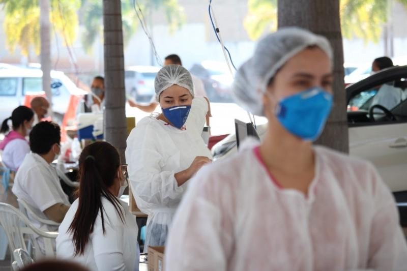 Idosos e profissionais de saúde de linha de frente receberão a 2ª dose das vacinas contra a Covid-19 no sábado em Divinópolis