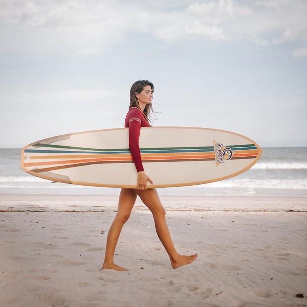 Isabella Fiorentino descobriu paixão pela surfe na quarentena (Foto: Arquivo pessoal)