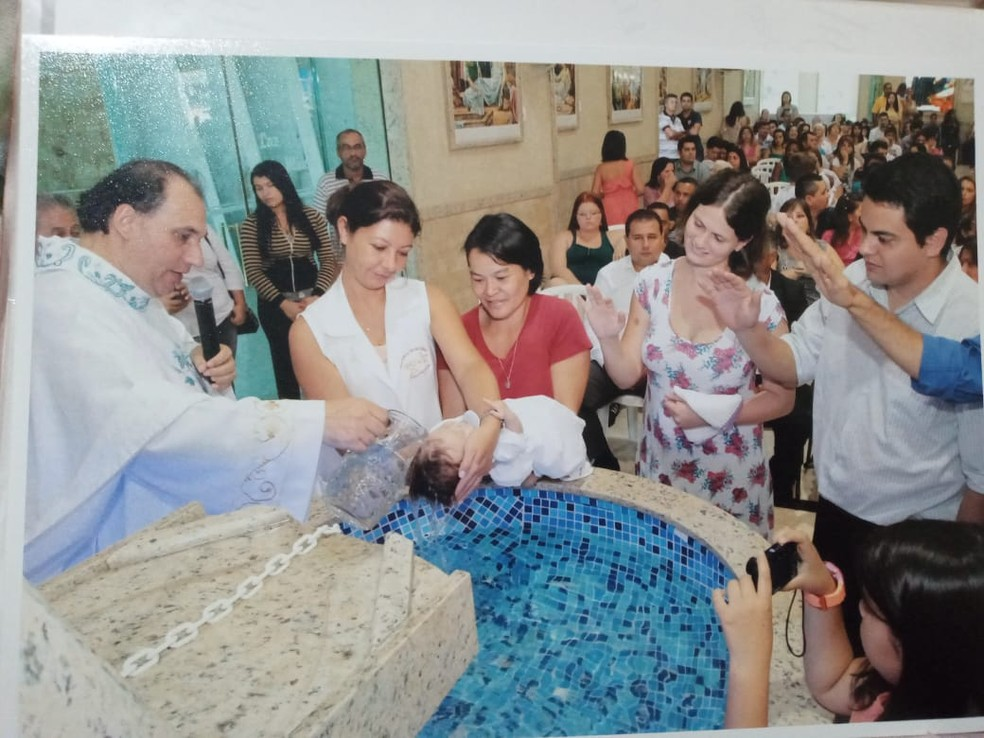 Padre Francisco Deragil batizou a filha de José Luiz Felipe Santiago — Foto: José Luiz Felipe Santiago/Arquivo pessoal