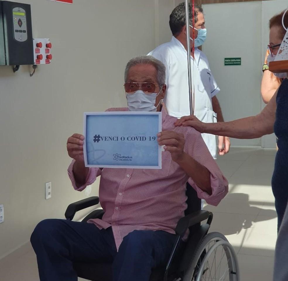 Arivaldo Maia no dia que recebeu alta do hospital — Foto: Ascom/MedRadius