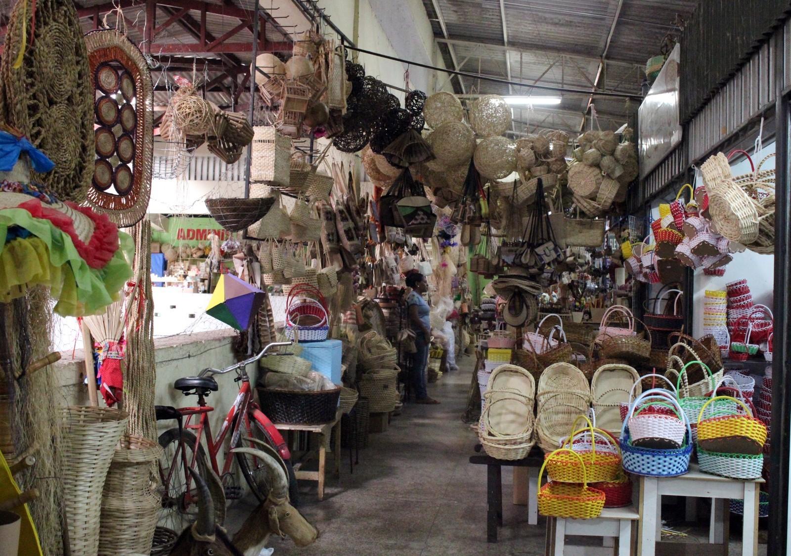 Mercados reabrem e ônibus voltam a circular aos domingos em Teresina
