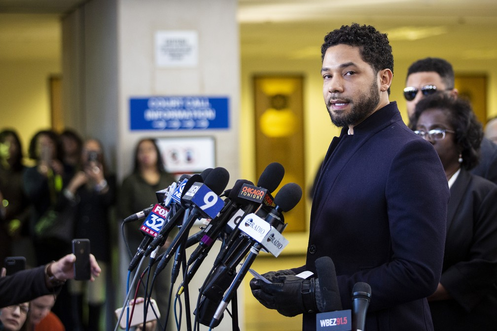 Jussie Smollett fala com a imprensa na corte, em Chicago, após acusações contra ele serem retiradas — Foto: Ashlee Rezin/Sun-Times/Chicago Sun-Times via AP