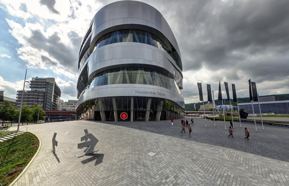 Vista da área externa do museu da Mercedes-Benz, em Stuttgart — Foto: Reprodução