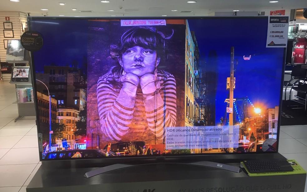 34a59840b746 ... Em uma das lohas, comprando uma TV de 85 polegadas, o cliente ganha uma