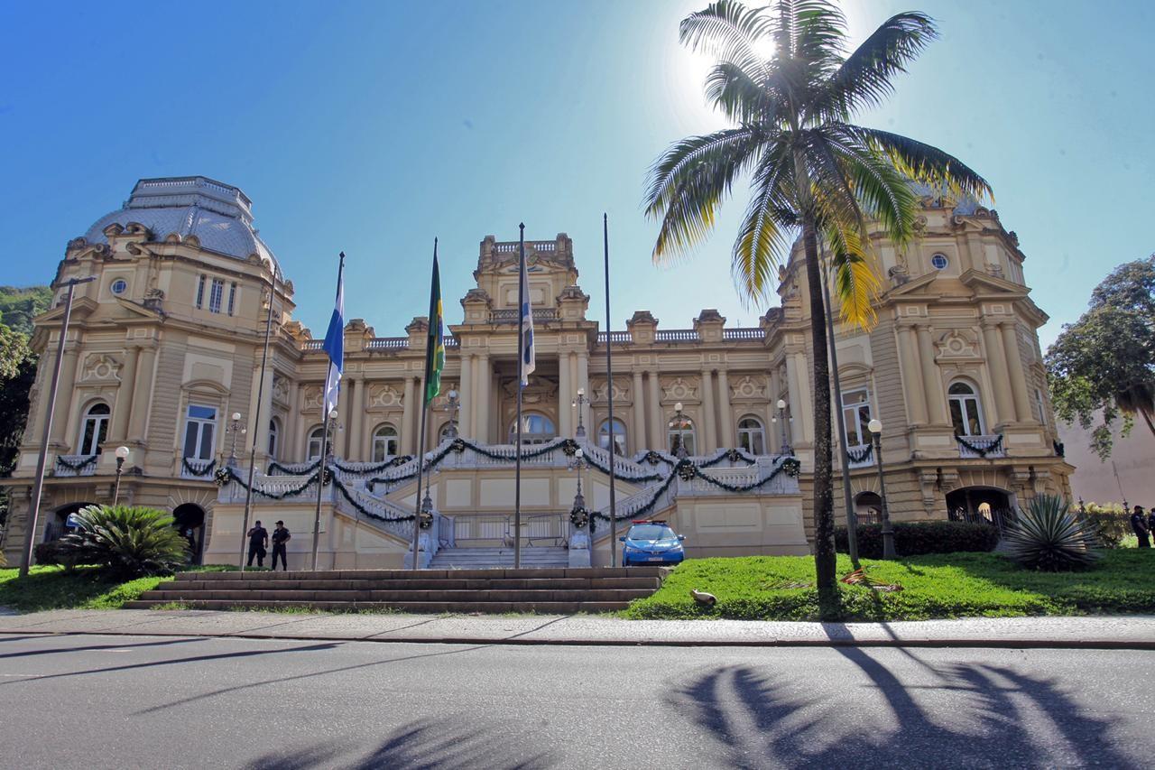 Palácio Guanabara sem as grades depois de 7 anos