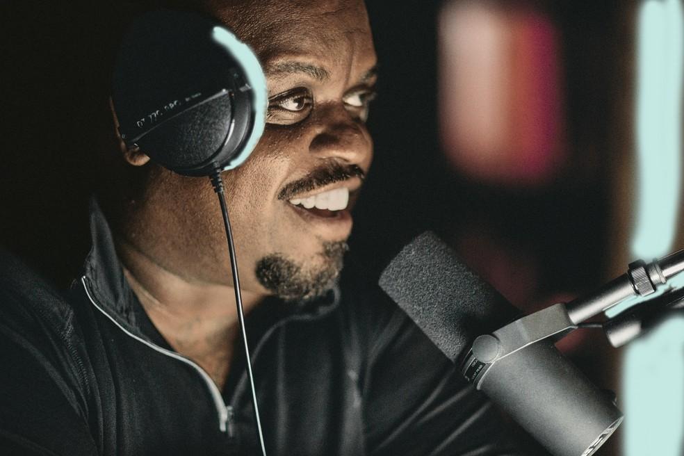 CeeLo Green canta em estúdio — Foto: Divulgação