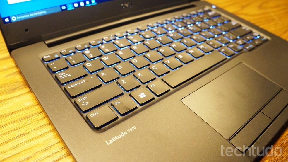 Linhas profissionais de notebook, com a Dell Latitude, são mais indicadas para trabalhar — Foto: Thássius Veloso/TechTudo
