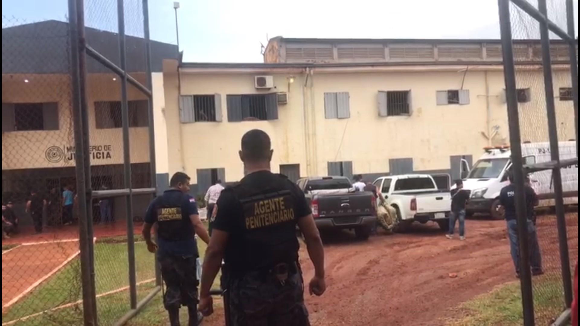 Justiça solta 4 agentes penitenciários presos após fuga de 76 detentos do Paraguai