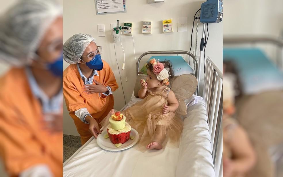 Equipe de profissionais realizou festa surpresa para bebê internada, em Aparecida de Goiânia — Foto: Divulgação/HMAP