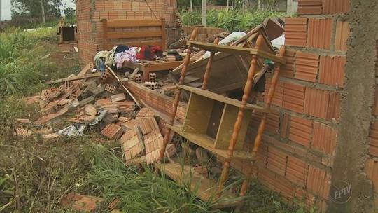 Chuva e vento derrubam casa em comunidade rural de Pouso Alegre, MG