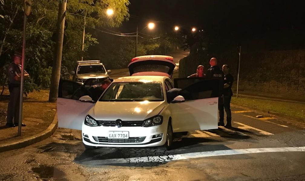 Perícia analisa carro do suspeito de matar a namorada em Campinas; arma foi localizada no veículo — Foto: Daniel Mafra/EPTV
