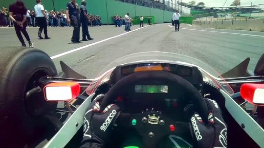 Veja imagens inéditas da exibição de Bruno Senna com McLaren de 1988 por câmera no capacete